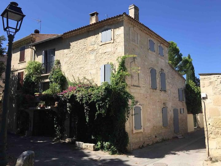 Maison dans un village provencal