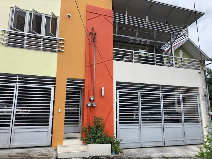 """House by AUP and PNPA w WiFi 60"""" Smart TV+ garage"""