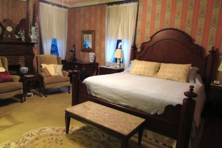 Wisteria Bed and Breakfast - Bed & Breakfast