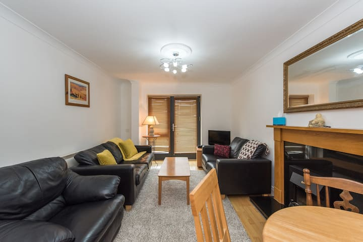 Classy 2 bed 2 bath in Heart of City Centre