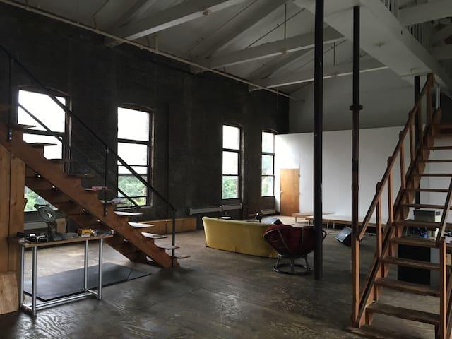 Cozy Spacious Duplex Room  Art Loft - Brooklyn - Hus
