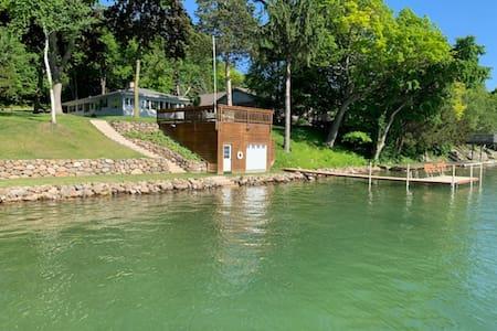 125 feet of frontage on Big Cedar Lake-East side