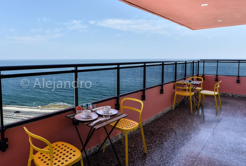 Unique Ocean Front condo in Vedado plz125