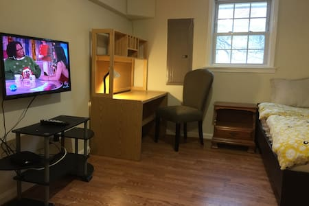 Basement room #B2 in Fall Church - Falls Church - House