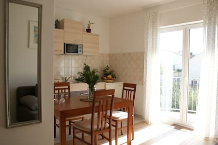 Sunny apartment with a balcony - Tisno - Flat