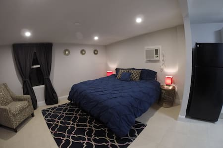 Charming Private Guest House - Newly Renovated - Tampa - House - 1