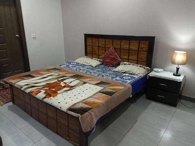 Affordable room in the heart of islamabad E-11/4.