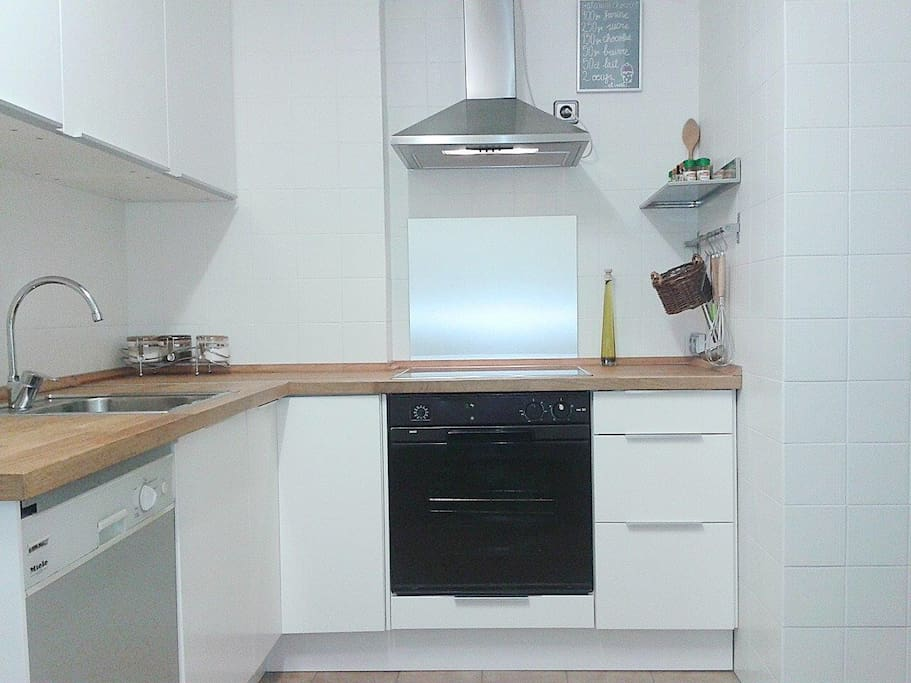 The complet kitchen.