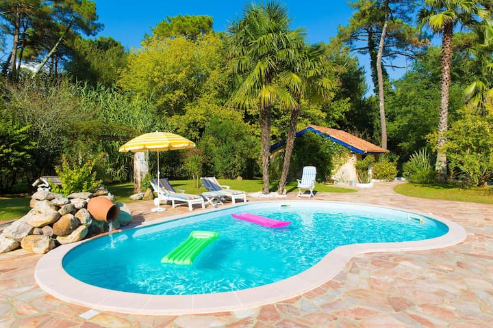 Gorgeous Villa in Anglet with Swimming Pool