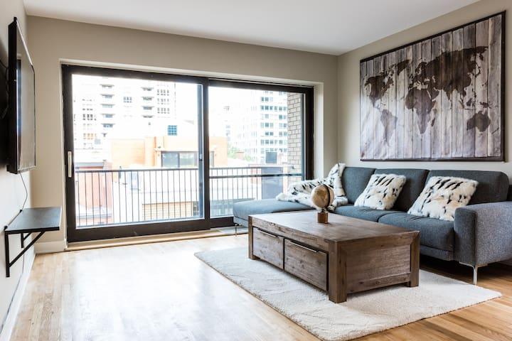 Bright Apartment in City Centre | 99 Walk Score