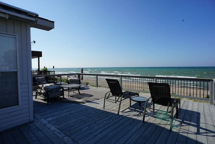 2 Bedroom Beach Front Cottage In Sherkston Shores