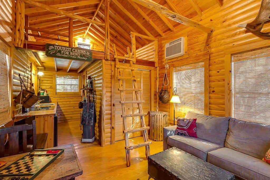 Last outpost fishing cabin guesthouses for rent in for Fishing cabins for rent in texas