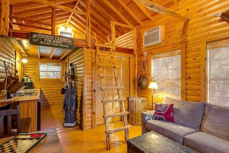 Last Outpost Fishing Cabin - Bandera - Bed & Breakfast