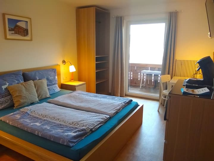 Double room with balcony / great view in Radstadt