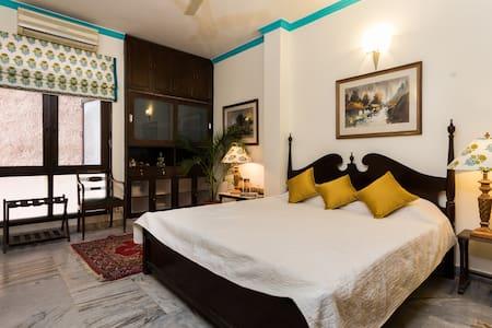 Route 21 @Dev Boutique HomeStay - New Delhi - Bed & Breakfast