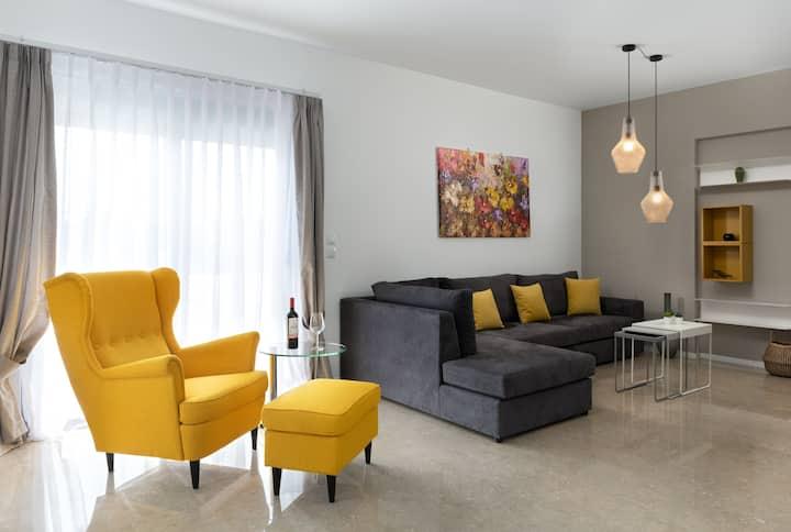 Luxurious and modern house near town and beach
