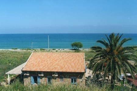 Villa tamarisk between Cefalu and Capo d'Orlando - Caronia - Villa