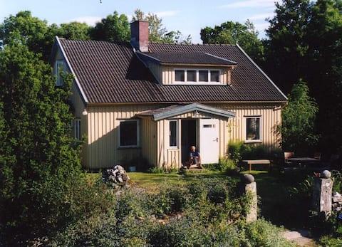 Egen lägenhet på lantgård 1km från Grebbestad.