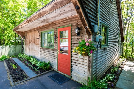 """Nestled Nook"" - Cozy Port Williams Cottage"
