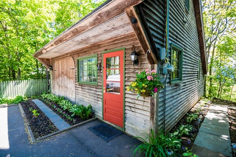"""Nestled Nook"" - Cozy Port Williams Cottage"
