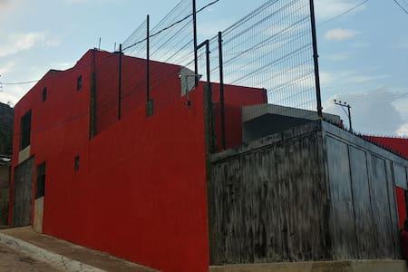 Futbol, Galerias y Parque Metropolitano en tu mano