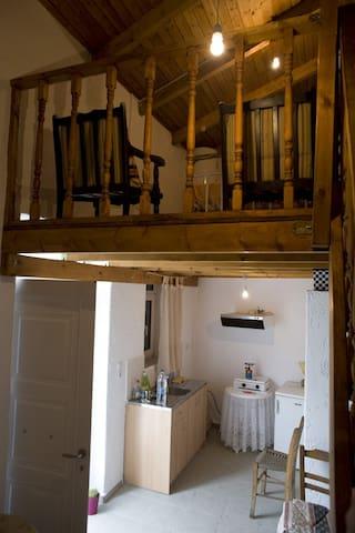 ΕνοικιαζόμεναΔωμάτια,Βρύσες,Μεραμπέλου.Οικογένεια - Vrises - Loft