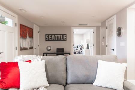 Backyard Suite - Walk Everywhere! - Bellevue - Ház