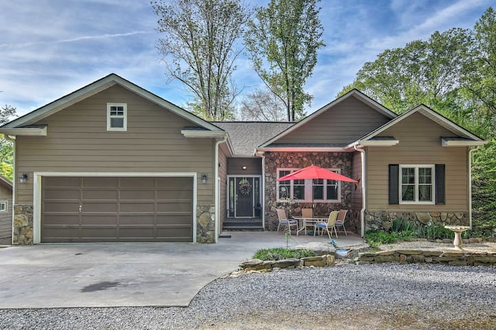 Maggie Valley Home w/ Hot Tub, Deck & Forest Views