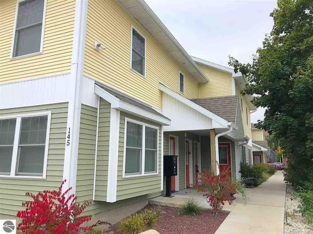 Great Location Downtown Condo in Traverse City
