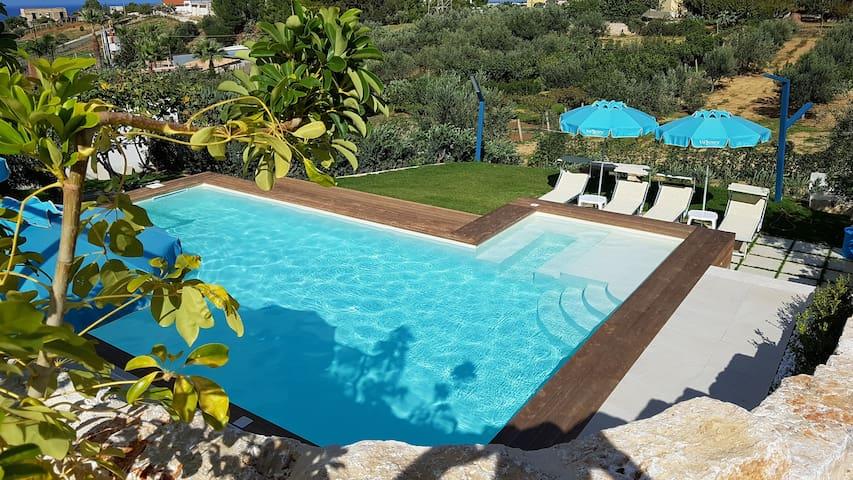 Villa Vo' Scura' giallo piscina Riscaldata Solare