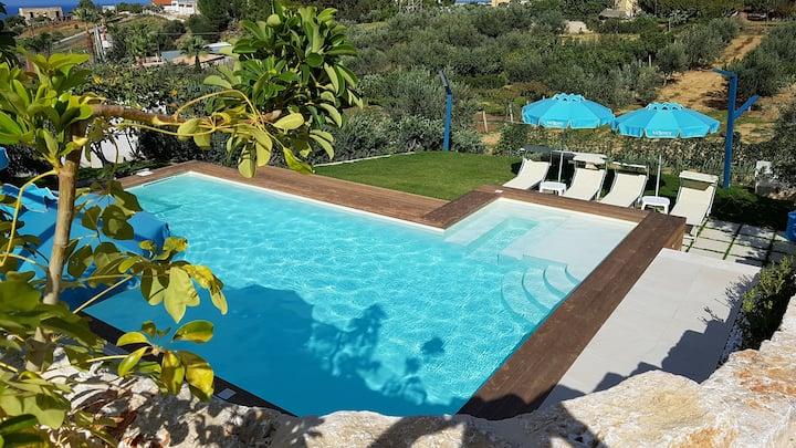 Villa Vo Scura' giallo piscina riscaldata solare