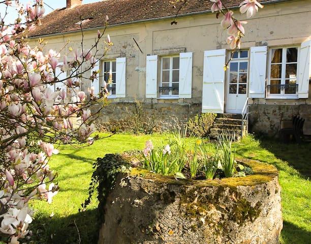 Maison de charme, pleine nature - Verdelot - Hus