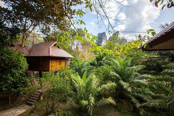 Tree House Khaosok Near The Khao Sok National Park