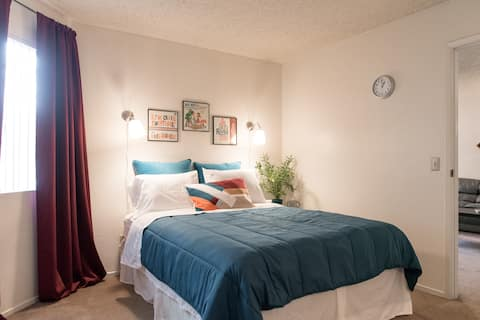 Private corner apartment 7 minutes from Strip