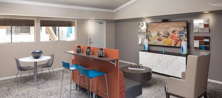 Spacious two bedrooms in grand terrace