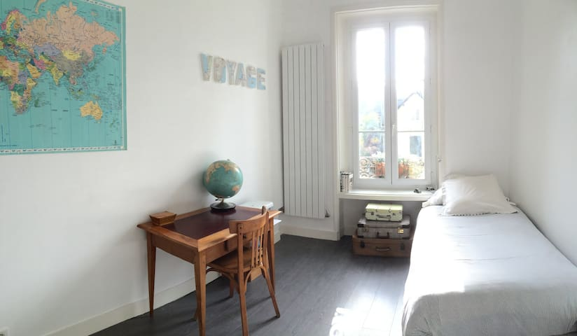 Light room historic center - Pau - Apartamento