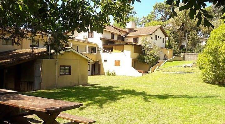 Hostel El Galeón, habitaciones privadas con baño.