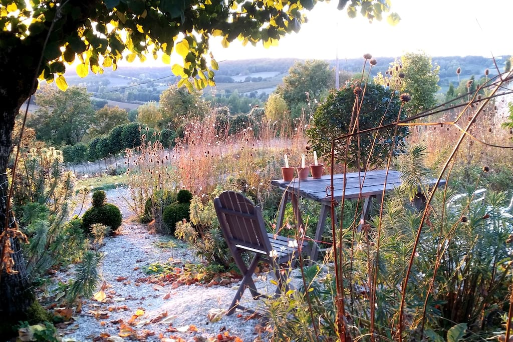 Sit in the front garden with a glass of wine and watch the sunset across the valley.
