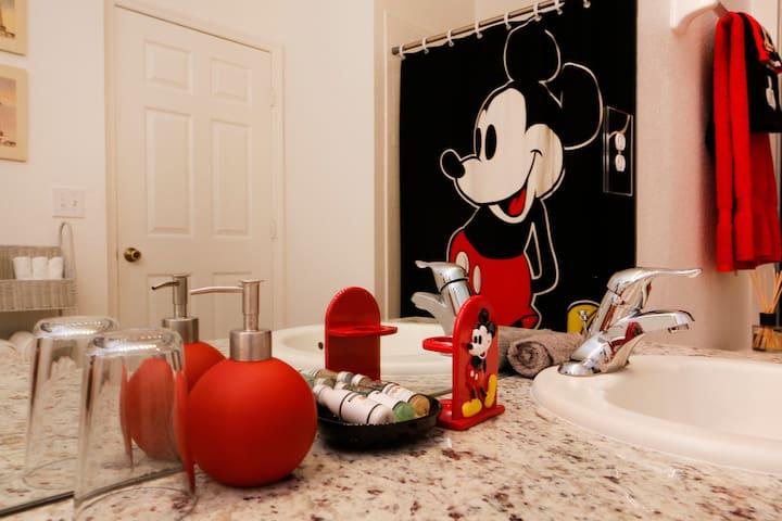 Immaculate 3 bed 2 bath condo near Disney World