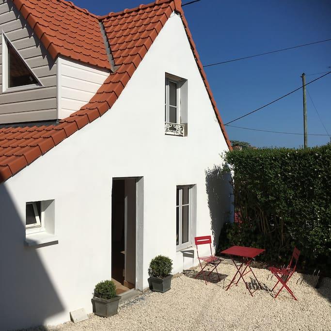 Petite maison neuve 5mn de la plage villas louer for Petite maison neuve