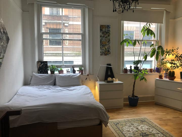 Bright flat 3 minutes from Paddington Station