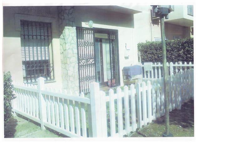 Appartement rez de chaussée avec jardinet clôturé - Empuriabrava - Byt
