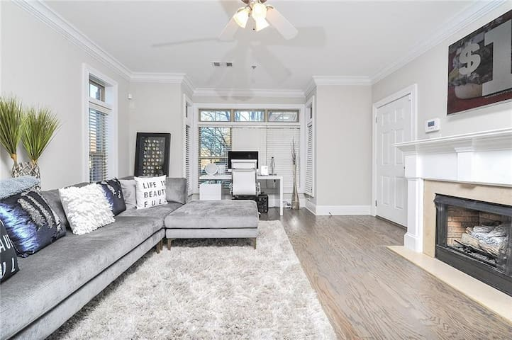 Amazing Location! Alluring Sandy Springs Townhome!