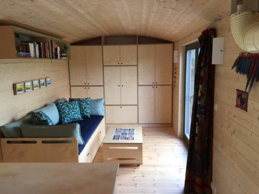 Gemütliches Sofa oder 1 bzw. 2 Betten