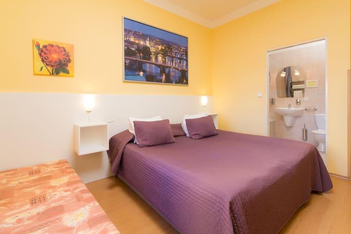 City Crown Centre Studio 3 Beds - private bathroom