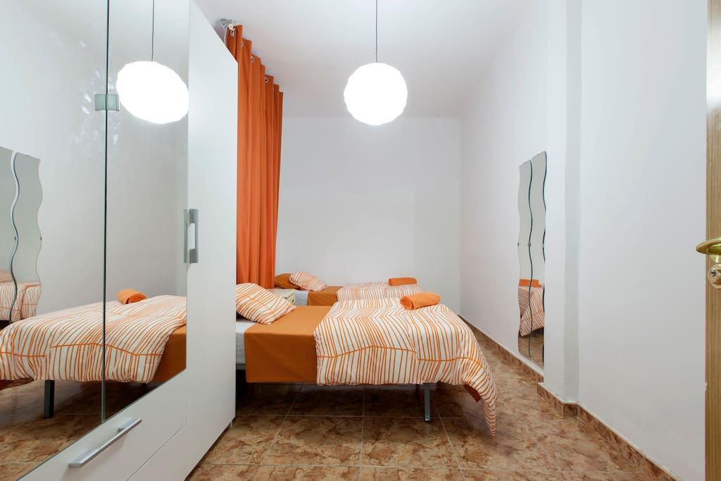 Habitaci n madrid centro doble wifi apartamentos en for Alquiler habitacion espana