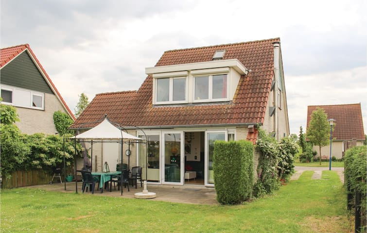 Holiday cottage with 3 bedrooms on 93 m² in Stevensweert