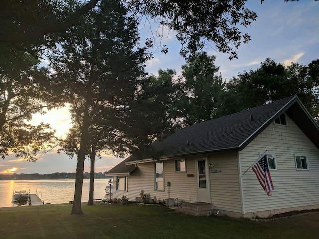 Hampton's style beach house, good for all seasons!