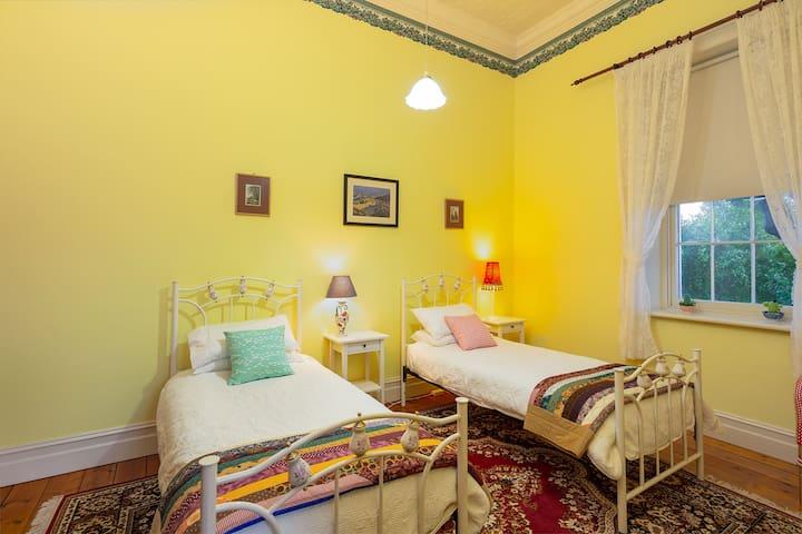 Third bedroom-twin beds