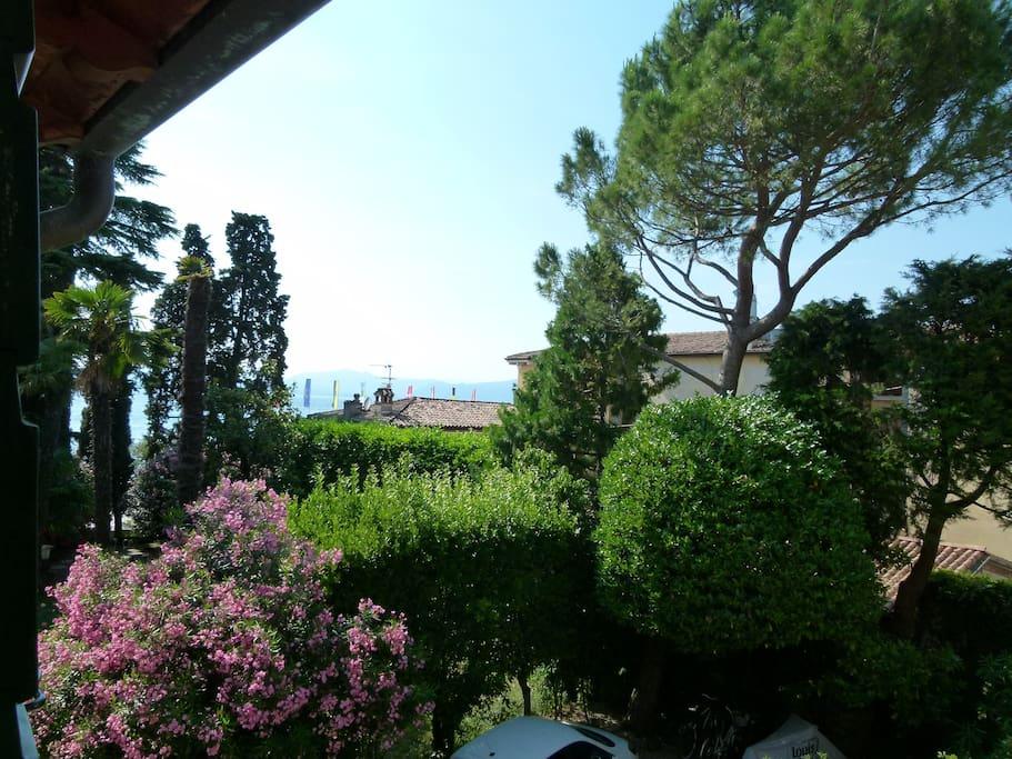 Villa cisano cottage 150mq giardino privato suite degli for I piani rossi della casa del cottage